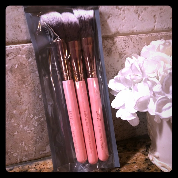 luxie Other - LUXIE 3 PIECE FLAWLESS COMPLEXION SET!! BNIB